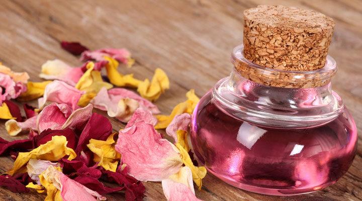 Розовая вода: что же все-таки это такое и для чего же употребляется?